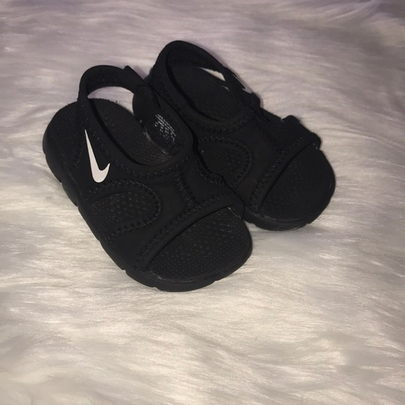 51c5ba4f660 ... Boys Athletic Sneakers  UPC 685068725364  Baby Nike Sandals ...